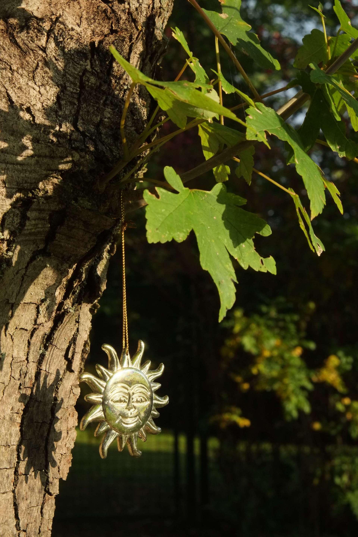 Ein Erinnerungsstück glänzt im Sonnenlicht